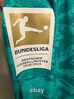 Adidas FC Bayern Munich Neuer Badge Home Goalkeeper Jersey 2019 2020 M EH4243